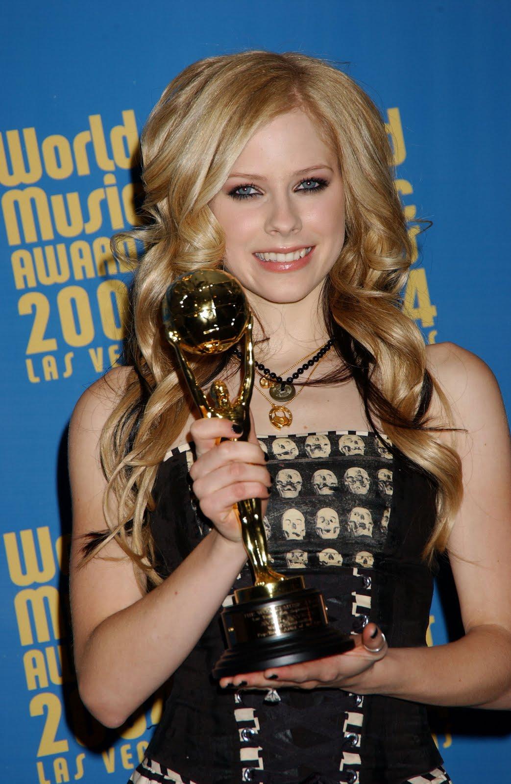 http://4.bp.blogspot.com/-_i_2vk5_3u8/Tm4FYSuPm6I/AAAAAAAABWk/wvrl22YCGJE/s1600/Avril+lavigne+%2521+Hot+%2521+Sexy+%2521+Cute+Singer+%252824%2529.jpg