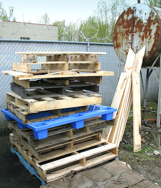 Is pallet wood safe to use for DIY? All you ever wanted to know about pallet wood is in this post /  via http://www.funkyjunkinteriors.net/