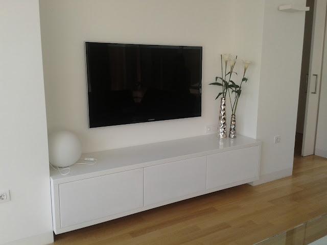 Muebles de salon terral muebles a medida y tarimas de ducha for Mueble salon blanco y nogal