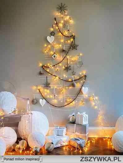 Świąteczna aranżacja z choinką w roli głównej
