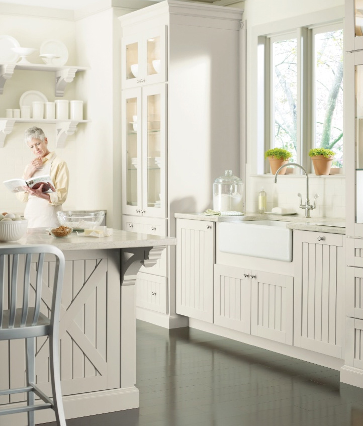 Martha moments the seal harbor kitchen for Martha stewart cabinets