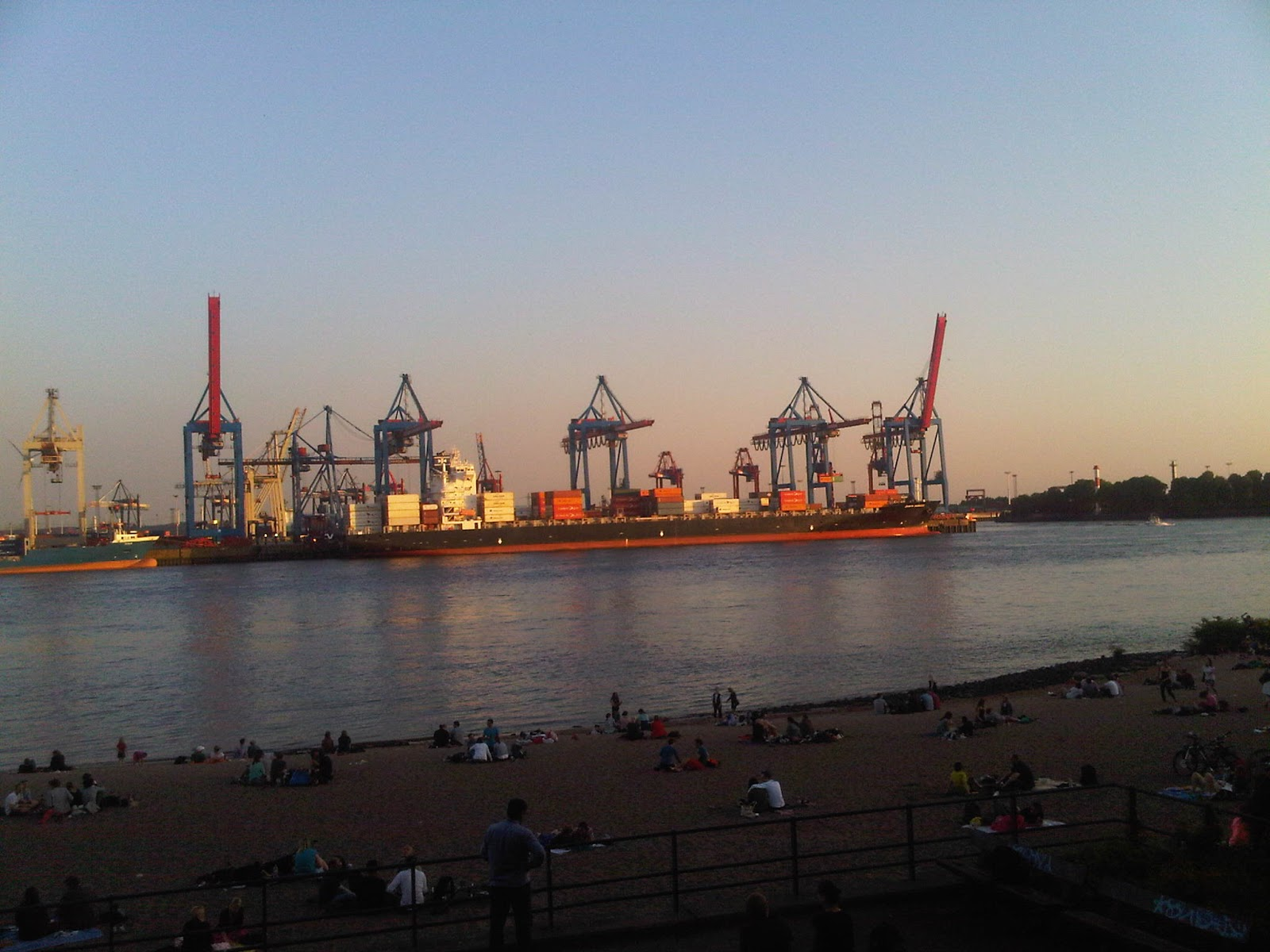 Bilder vom Container Terminal vom Elbstrand aus