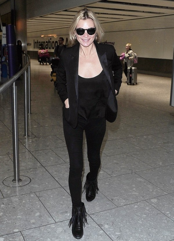 KATE MOSS TOTAL BLACK OUTFIT JBRAND JEANS FRINGE BOOTS