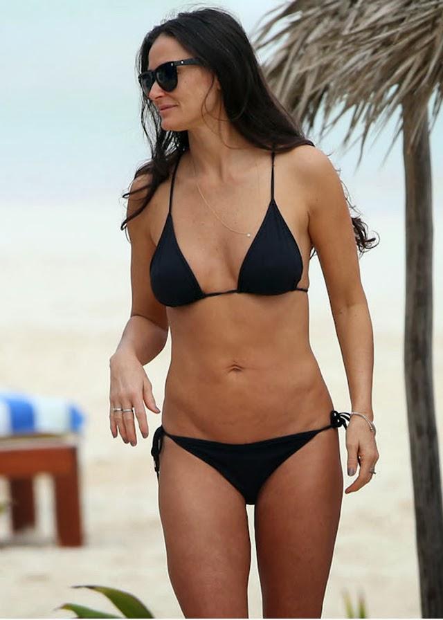 Demi Moore en playa de México