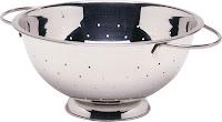 Strecuratoare din aluminiu cu baza si 2 manere, nu se poate spala in masina de spalat vase.  Ø 240x(H)125 mm