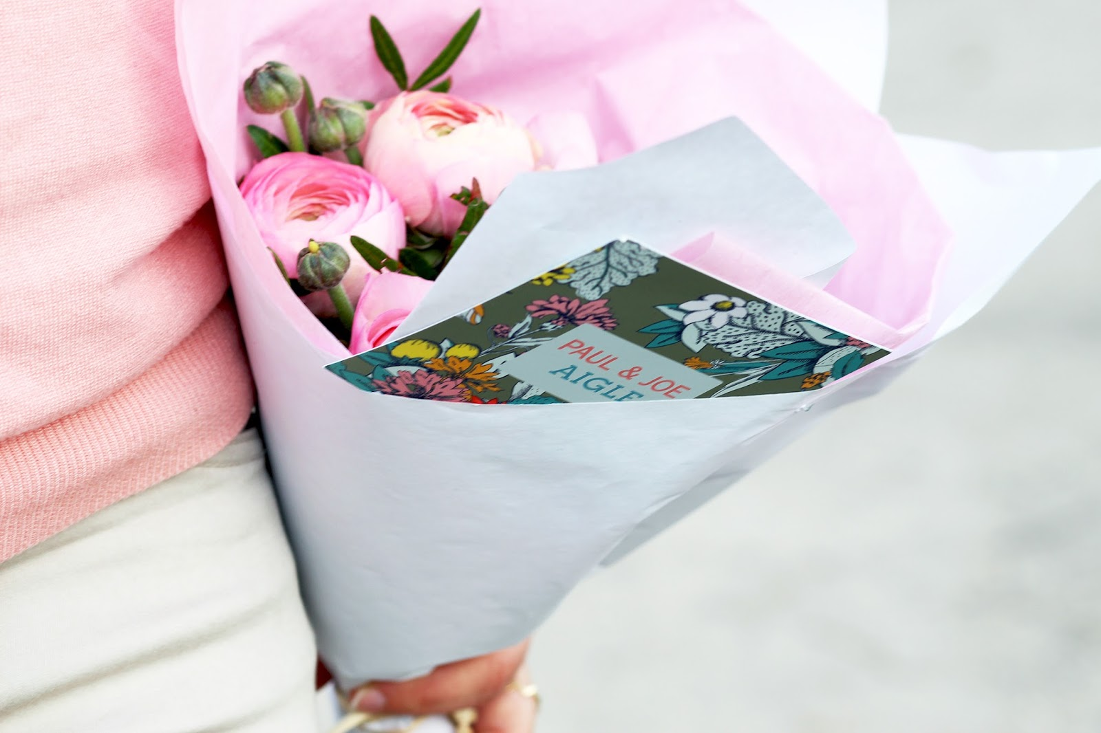 Bouquet de fleurs roses blanches