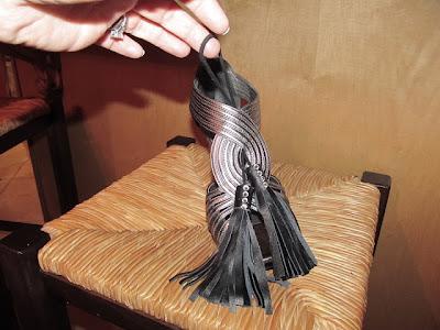 Adornos de cuero para las sandalias en Recicla Inventa