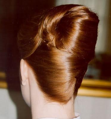 ademas los peinados recogidos para las novias son mas comodos nos ayuda a tener el pelo mas bonito mas facil de peinarlo y de mostrar un look muy lindo