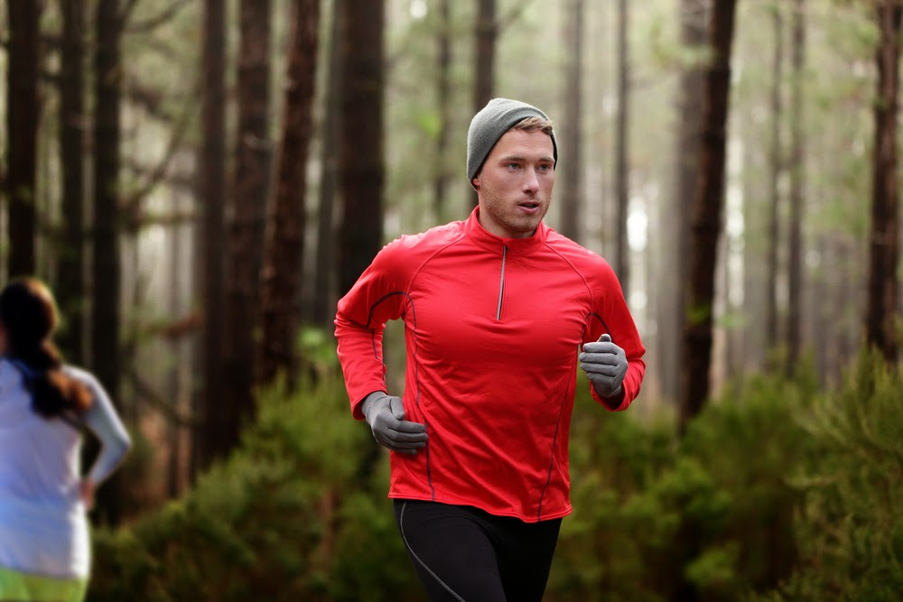 Jogger uses last reserves of strength to dynamically vorbeizusprinten to group women