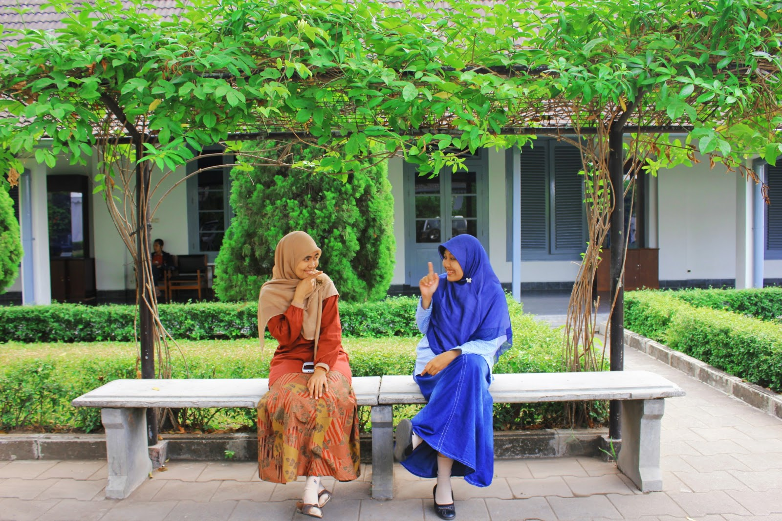 Dialog Persahabatan 4 Orang