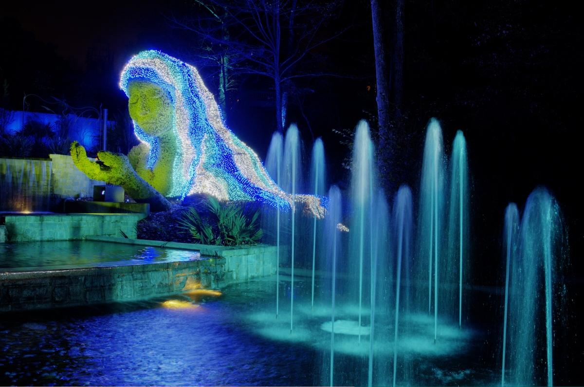 Atlanta restaurant reviews by atlanta foodies for Botanical gardens atlanta lights