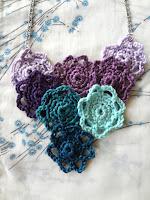 http://thelittletreasures.blogspot.mk/2015/10/little-rosettes-flower-neklace-free.html