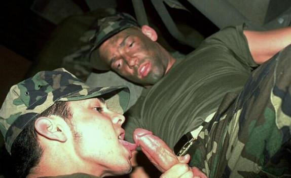 Армейский секс гей
