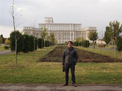 Parque Izvor frente al Parlamento de Rumania