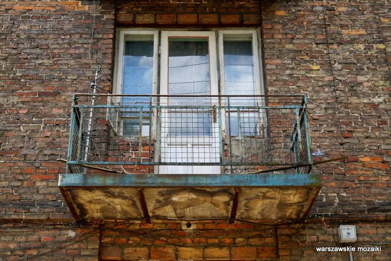 Warszawa Włochy kamienice NKWD Piłsudskiego balkony cegła