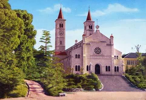 こちらは絵葉書で、火災で消失する以前のザビエル記念聖堂です。昔の建物は懐かしい。