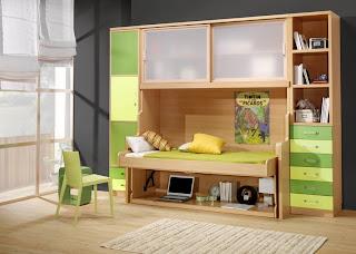 habitacion con cama abatible con mesa de estudio