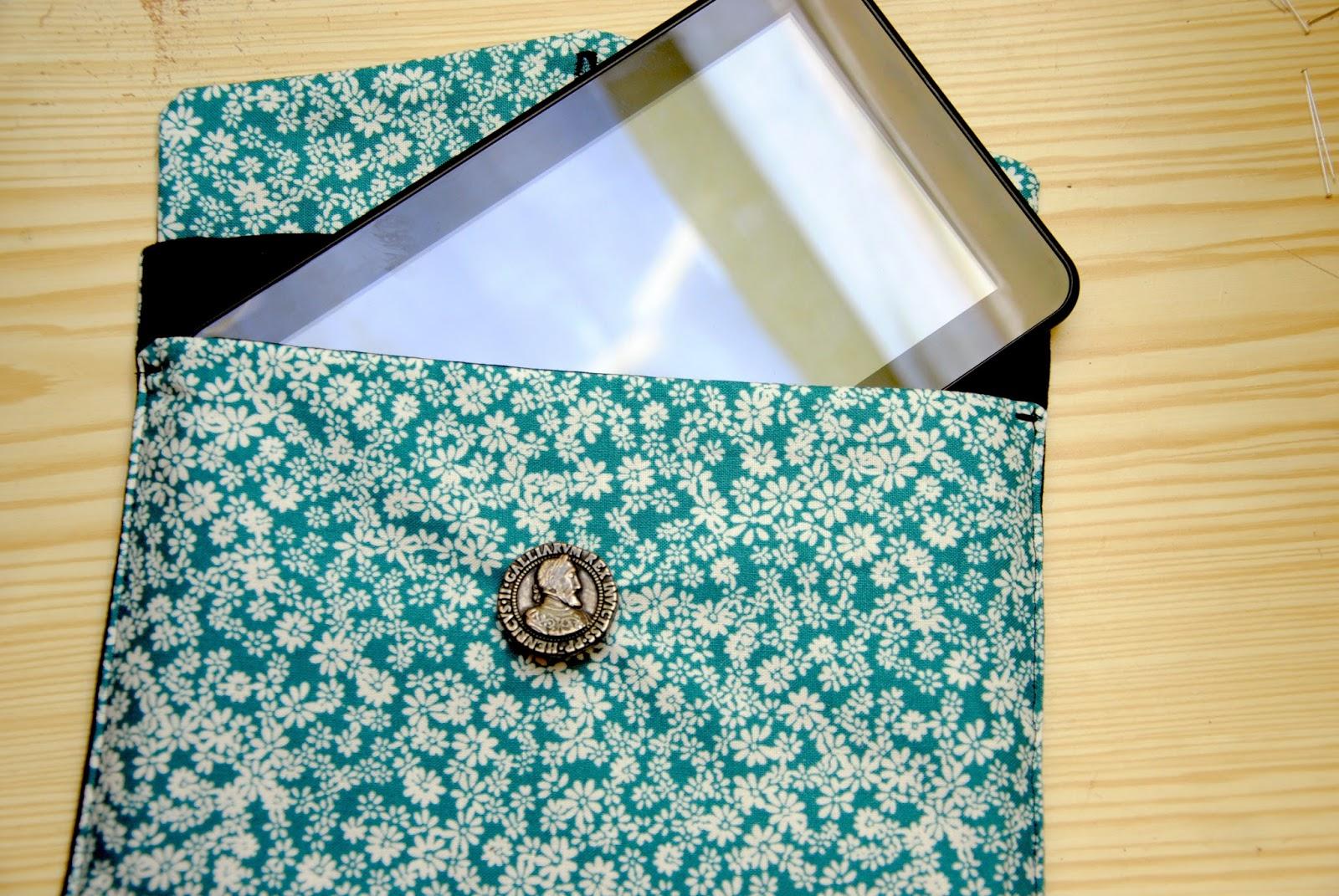 DIY couture Céline pochette pour tablette