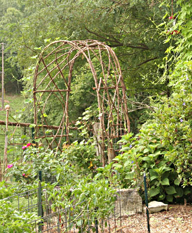 Homemade Arbors http://jimlongsgarden.blogspot.com/2012/04/bentwood-trellises-for-your-garden.html