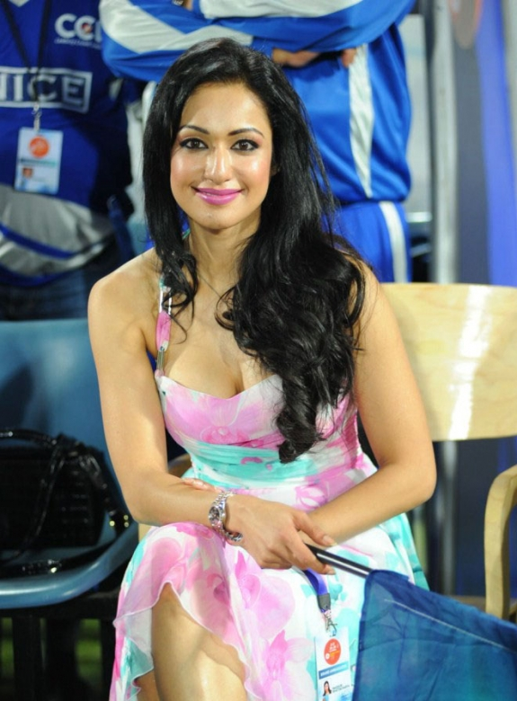 Tamil Actress Madhuri Bhattacharya Hot Stills Gallery In CCL Photos cleavage