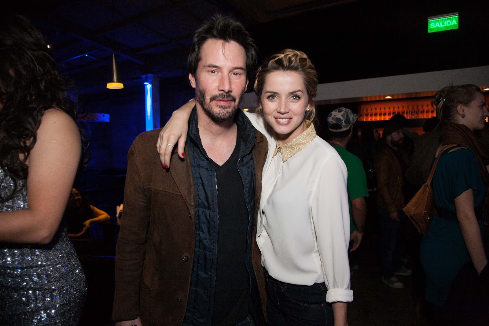 Keanu reeves dating carrie anne moss 10