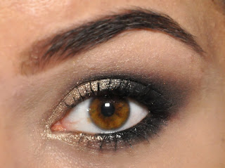 http://make-up-charm.blogspot.com/2013/08/byszczace-smoky-eyes-krok-po-kroku.html