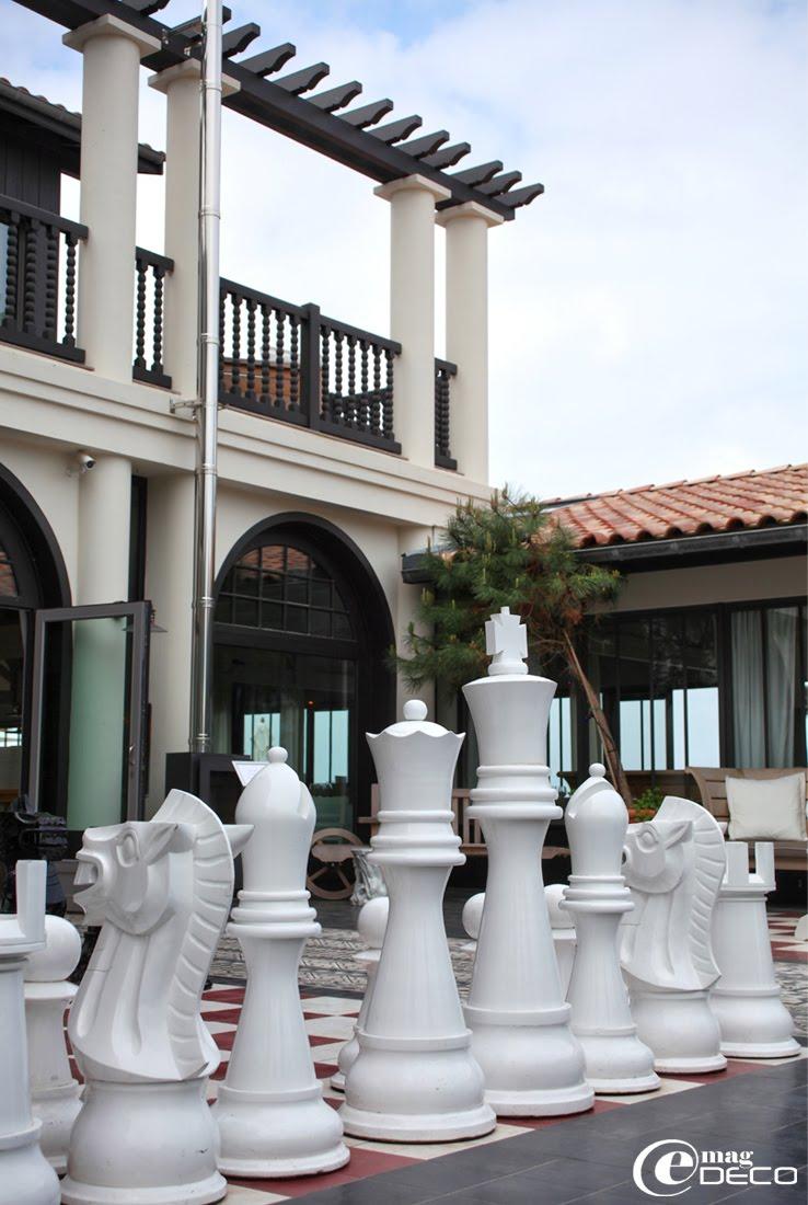 Détail du jeu d'échecs géant imaginé par le designer Philippe Starck pour La Co(o)rniche