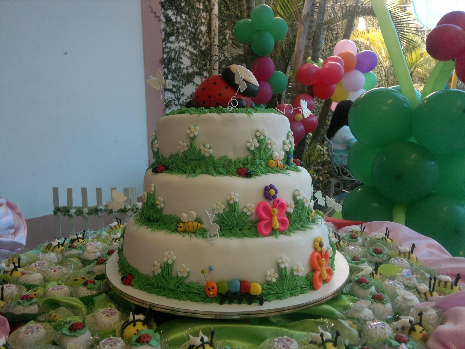 DM Bolos e Doces Bolo de Aniversário Jardim Encantado