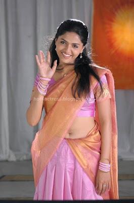 Sunaina hot  saree