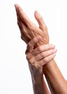 كيفية التخلص من التنميل في اليدين والرجلين ؟!