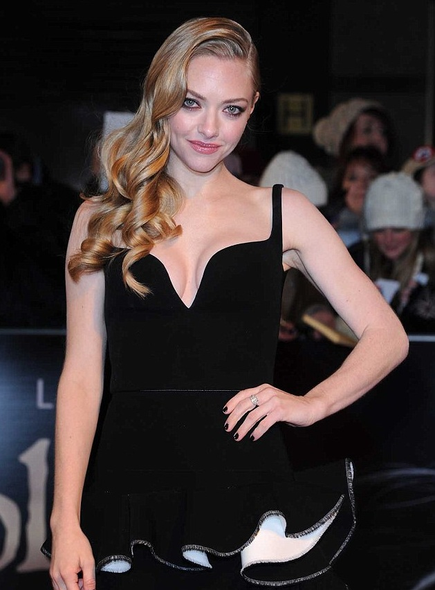 Hot pic: Amanda Seyfried Shows Off Her Sexy Cleavage In ...