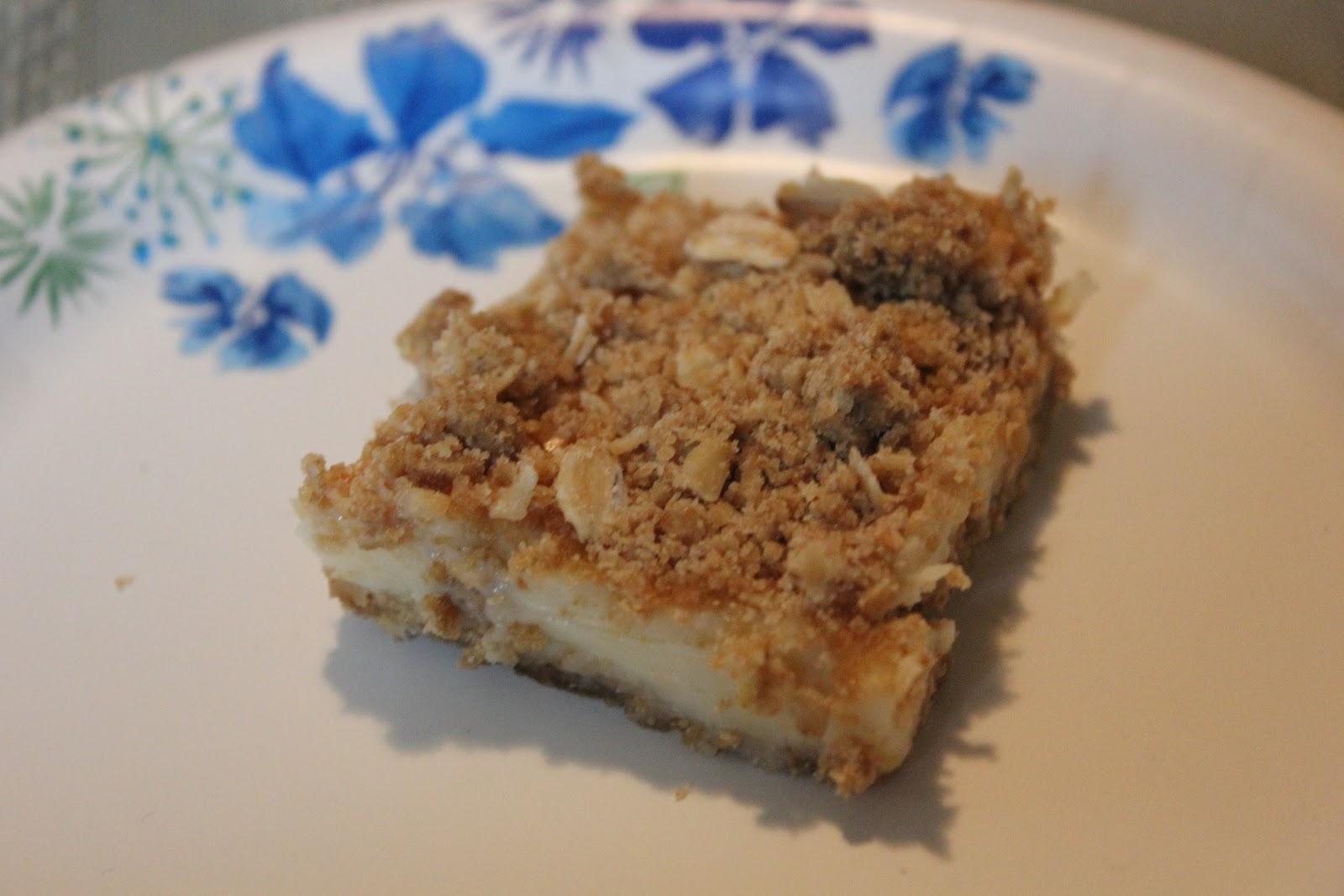 THE BUSY MOM CAFE: Lemon Cream Crumb Bars