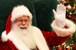 picture of Santa welcomes you to the Holiday Craft Shows of Northern Virginia
