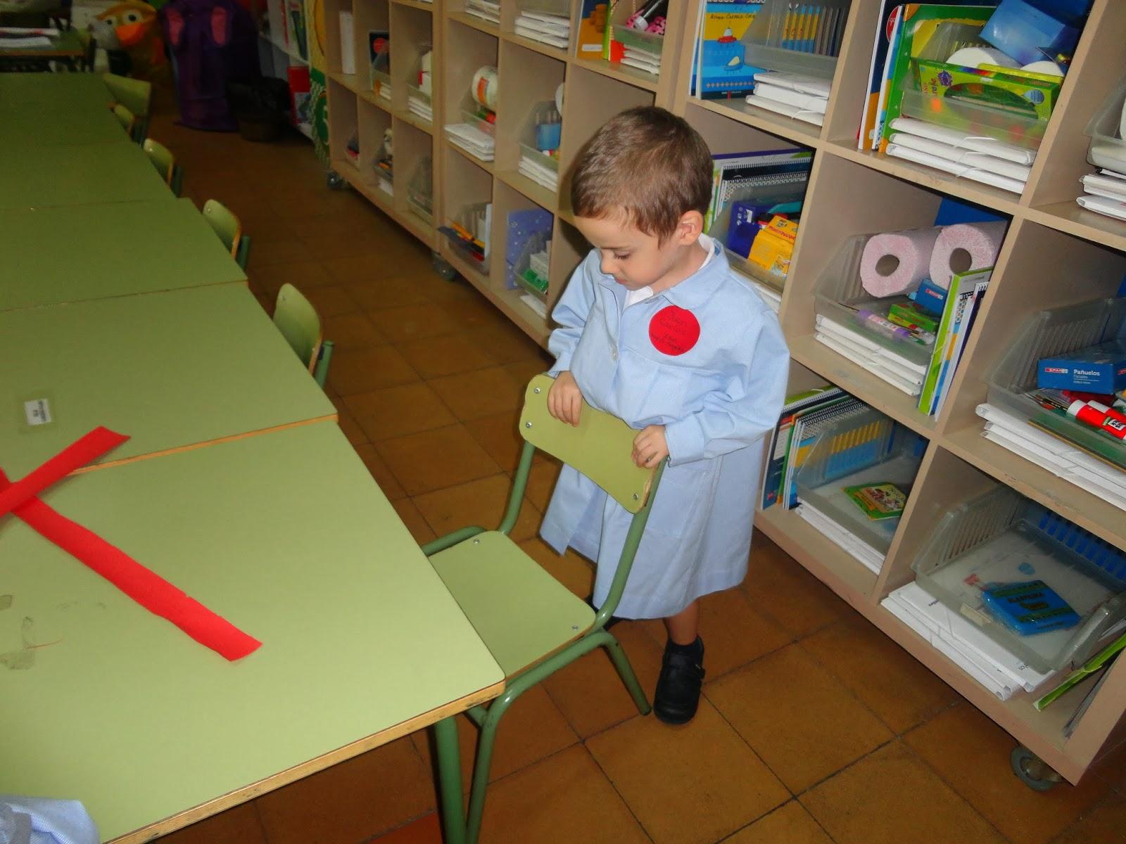 Arias montano infantil rutinas 3 a os a for Trabajos por debajo de la mesa