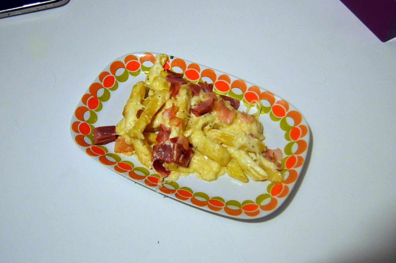 Comida foster 39 s hollywood bacon cheese fries el for Comida para koi