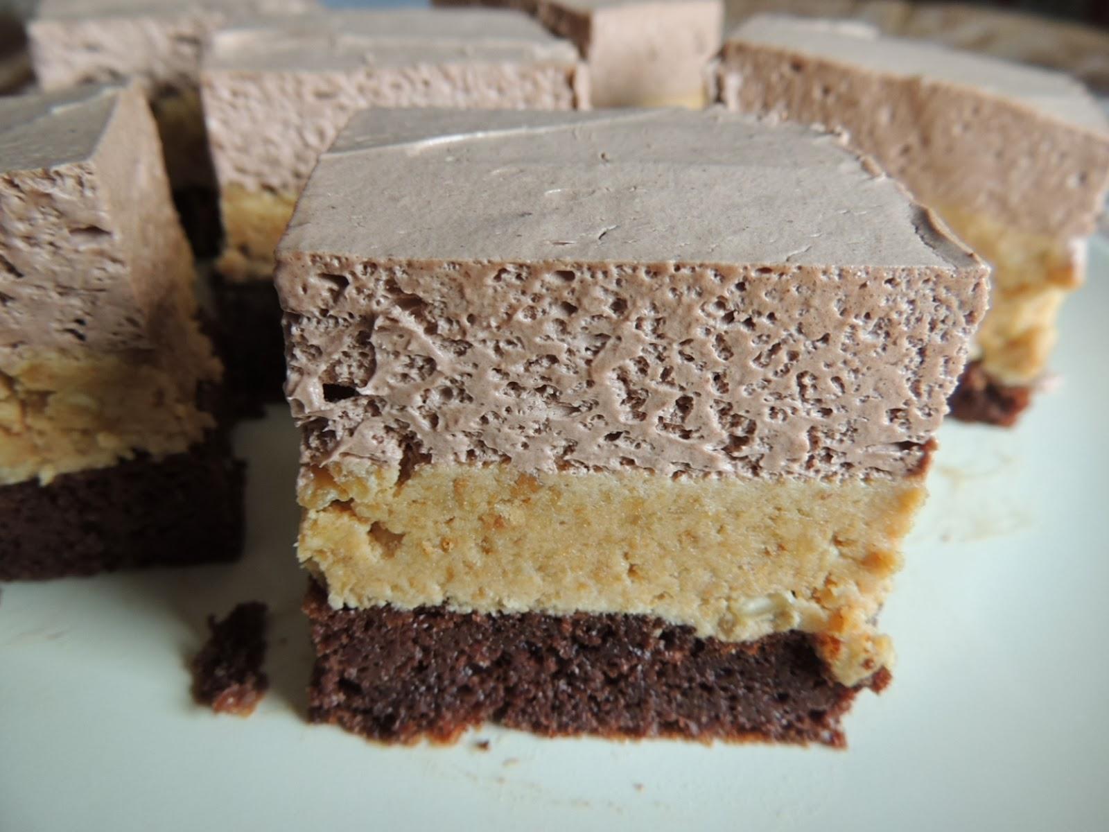 Socni kolac sa kikirikijem, koka-kolom i mlevenim keksom