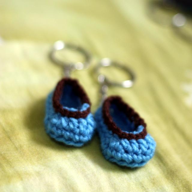 crochet baby bootie keychain