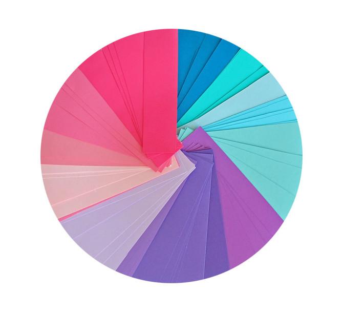 تشكيلة من الأوراق الملونة
