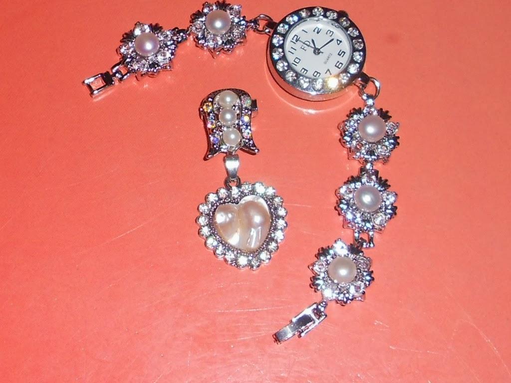 jam tangan mutiara  dan  kronsang rm35 x termasuk postage