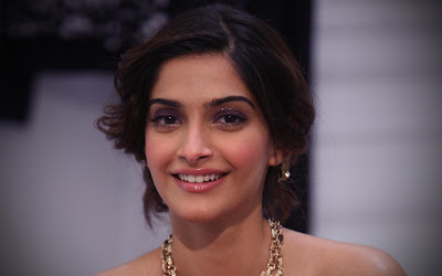 Sonam Kapoor Glamour Cute Smile Girl Wallpapers