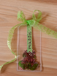 fresh crafts: clear shaker gift tag with sequins
