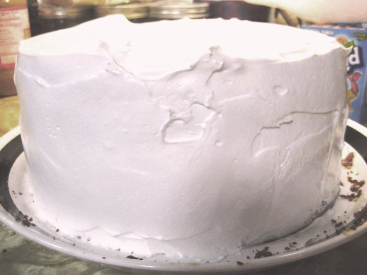 That's 'licious, Mommy!: Lemon Cake with Fluffy White Frosting