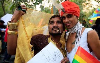 """""""Dezlegare"""" pentru sodomiți și în India: Homosexualitatea nu mai e o infracțiune împotriva naturii"""