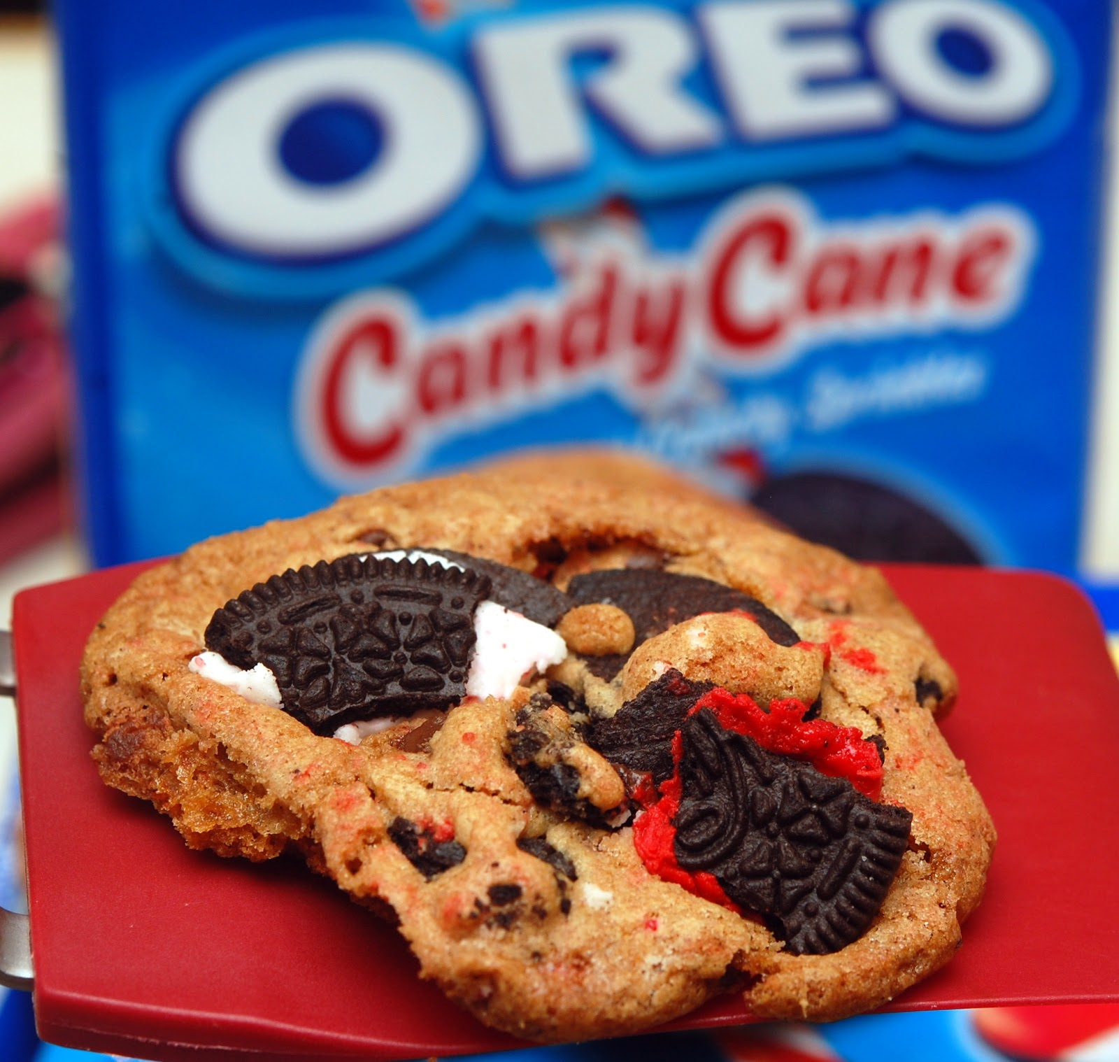 CANDY CANE OREOS MEET CHOCOLATE CHIP COOKIES....BECAUSE 2 COOKIES ARE ...