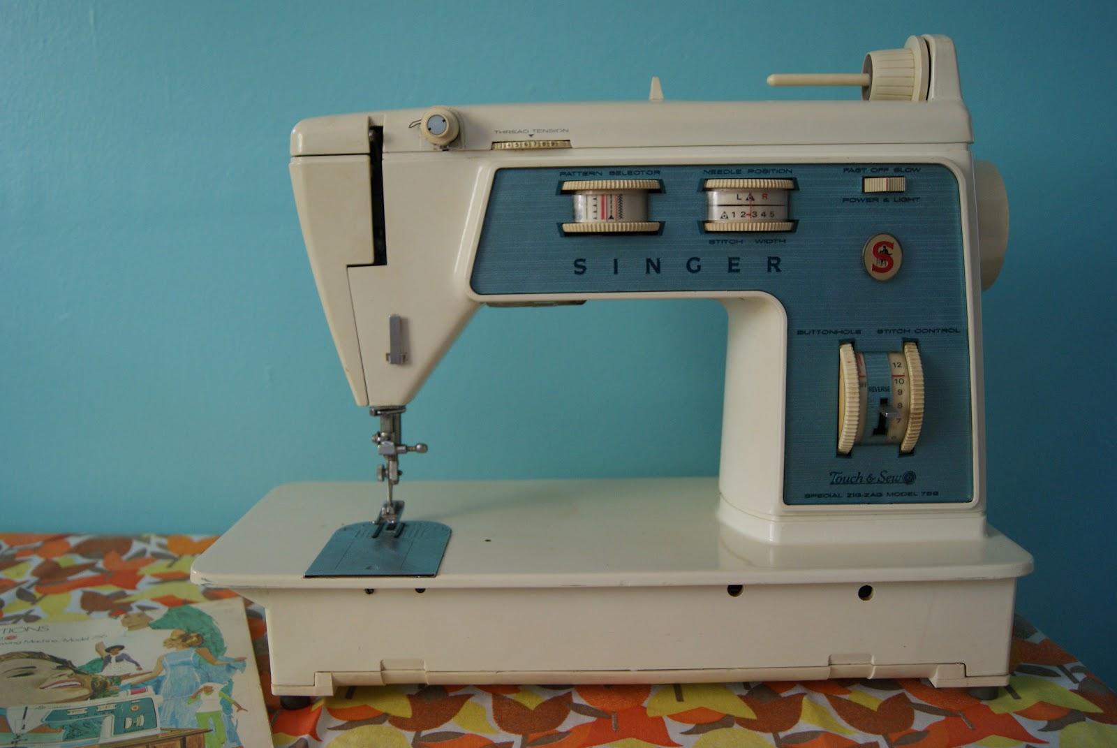 nest full of eggs vintage sewing machines. Black Bedroom Furniture Sets. Home Design Ideas