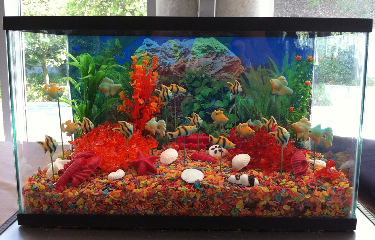 Lindsay\'s Inspired Creations: My First Aquarium Cake!