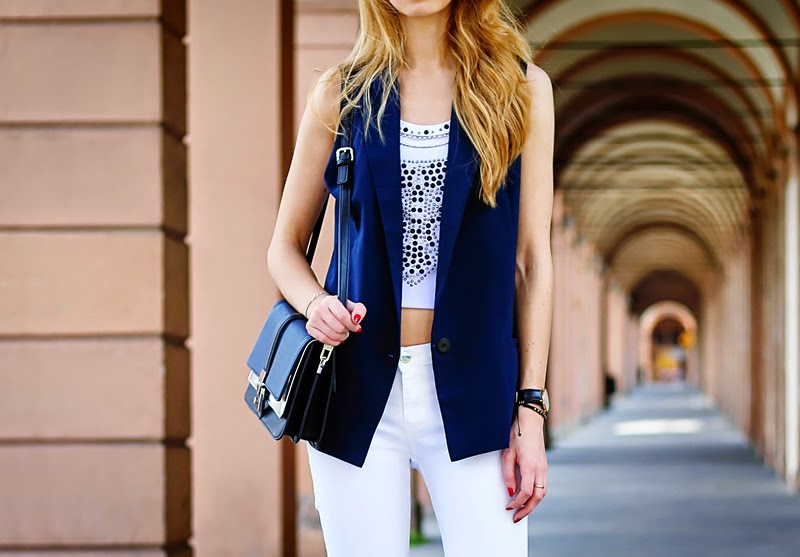 vest, white jeans, spring outfit