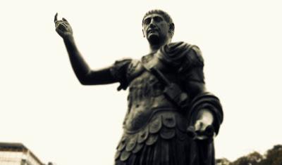 Plaza Lavalle - Emperador Trajano, reproducción de la columna Traiana