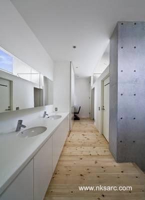Baño de la residencia vanguardista japonesa en Fukuoka