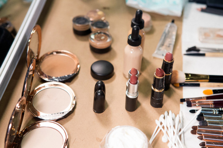 Donna Karan backstage beauty fall